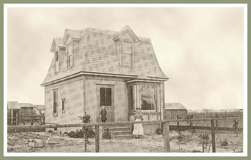 """1891-Loomis """"Salt Box"""" Home"""