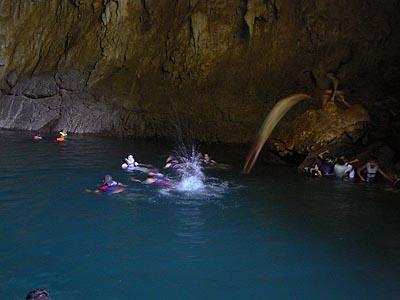 plongeon dans une grotte.jpg