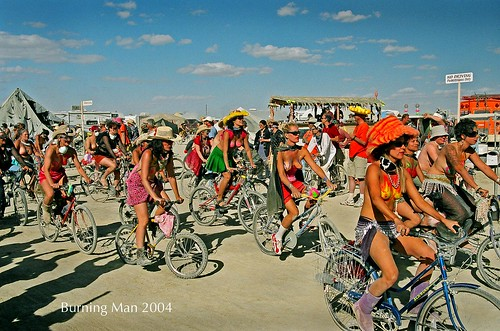 Girls on Bikes par Scott Hess