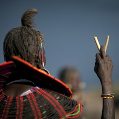 Pokot old woman leaning on a stick - Kenya (Eric Lafforgue) Tags: africa woman collier necklace beads back dof hand kenya main culture tribal drought tribes afrika stick tradition tribe ethnic kenia baton tribo famine afrique ethnology tribu eastafrica pokot qunia 7560 lafforgue ethnie  qunia    kea   pokhot a