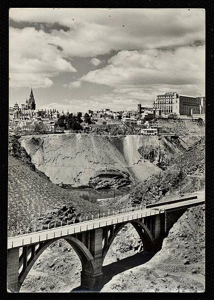 Puente sobre el Arroyo de la Degollada hacia 1950 (derruido en 1973). Foto Alfonso