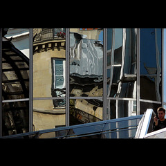 Frammenti urbani (Isco72) Tags: boy paris france lines architecture reflections geometry curves diagonal panasonic curve riflessi francia zigzag architettura parigi diagonale ragazzo geometria greatphoto linee fz18 dmcfz18 isco72 francescopallante imagesforthelittleprince
