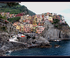 Manarola (IT) ( Annieta  Off / On) Tags: travel italy holiday color nature juni canon coast vakantie juin nationalpark italia village liguria natuur powershot unesco cinqueterre s2is 2009 manarola italie allrightsreserved ohhh dorp kust kleur annieta anawesomeshot colorphotoaward diamondclassphotographer flickrdiamond bellitalia vftw worldtrekker travelsofhomerodyssey usingthisphotowithoutpermissionisillegal usingthisphotowithoutmypermissionisillegal 44542n 94424e mygearandme mygearandmepremium