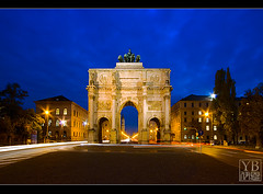 Munich, Germany (Yen Baet) Tags: longexposure monument germany munich deutschland bavaria gate europe nightshot landmark lions triumphalarch lighttrails bluehour marble tor quadriga siegestor sigma1020mm ludwigstrasse leopoldstrasse nikond200 kingludwigll bavarianarmy