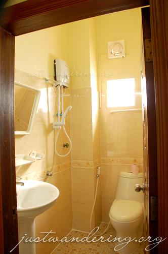 Mandalay Inn bathroom