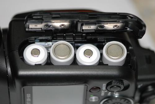 裝上四顆AA電池