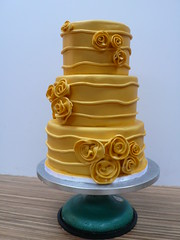 Solid Gold roses wedding cake (CAKE Amsterdam - Cakes by ZOBOT) Tags: birthday wedding roses cakes cake modern gold utrecht verjaardag celebration marzipan chic hip stacked specialty fondant tiered taarten bruidstaart sweetthings zoegottehrer