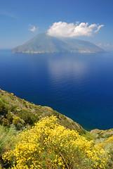 Salina, Isole Eolie, Sicilia - Sicily (Giuseppe Finocchiaro) Tags: blue sea nikon mediterranean mediterraneo mare salina eolie aeolian isola