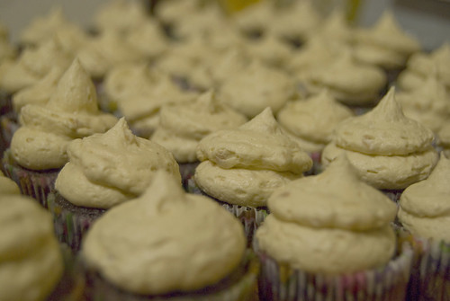 chocolate brownie mini cupcakes with peanut butter frosting2
