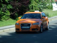 Fahrschule ... (bayernernst) Tags: auto orange juni bayern deutschland autos audi 2009 pkw kfz kraftfahrzeug kraftfahrzeuge 16062009 sn204454