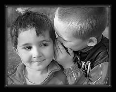 Le secret ... (Prech armant) Tags: enfant enfance kidenfanceenfantkid