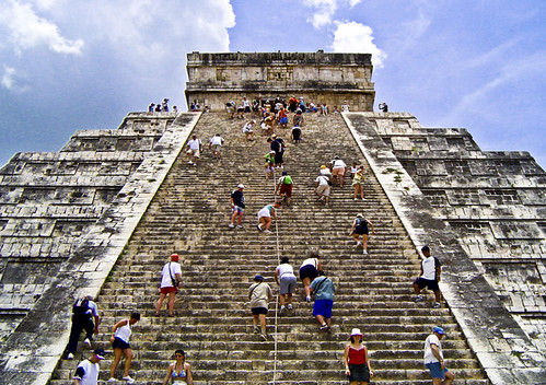 Pirámide de Kukulkán, Chichen Itzá, México, by jmhdezhdez