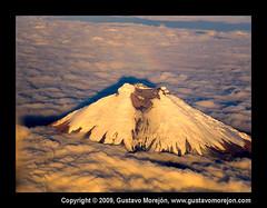 Cotopaxi : Una imagen casi irreal (gustavo@morejon.ec) Tags: ecuador quito cuenca montaas mountains volcano volcn fromair desdeelaire avin airplane gustavomorejn avenidadelosvolcanes