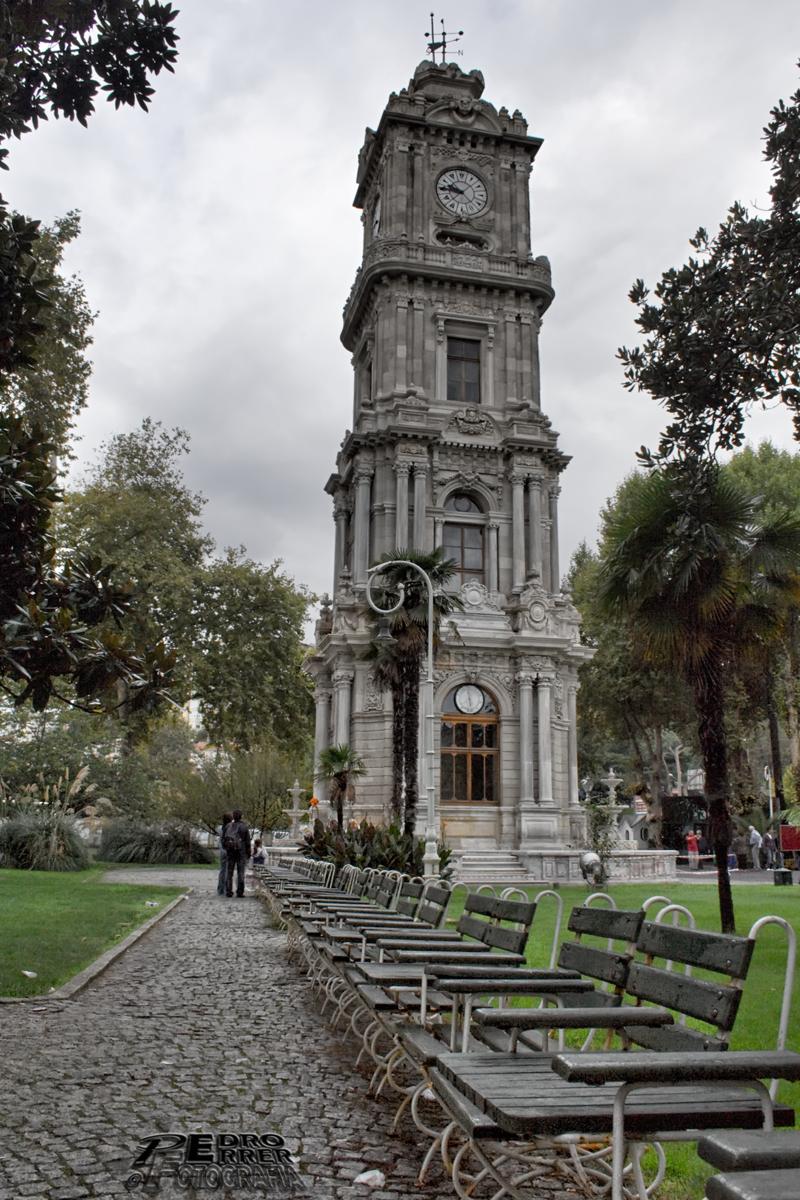 Torre relojes Dolmabahçe - El cazador de bancos - Bench Hunter Part XVIII