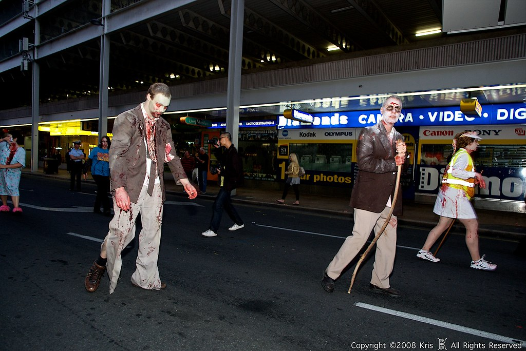 剛拍的喪屍逛大街,很多很血腥~~~慎入!
