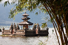 Pura Ulun Danu (Mace2000) Tags: bali lake indonesia temple asia asien honeymoon urlaub 5d bratan flitterwochen puraulundanu mace2000 20090818mg6918