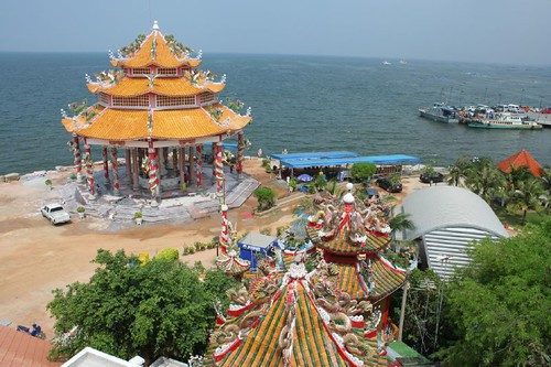Ko Loy temple in Sri Racha