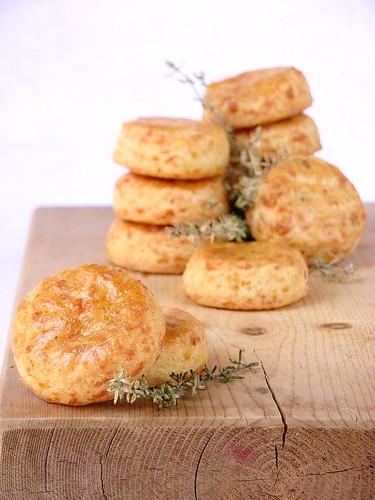 Biscotti salati con fromadzo e timo