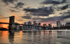 manhattan at sunset (romvi) Tags: new york city nyc bridge sunset usa ny newyork monument water skyline architecture brooklyn clouds america river de atardecer soleil nikon eau tramonto skyscrapers d manhattan united villa states nuages romain hdr ciels fleuve couch gratte etatsunis d90 rivire amerique romainvilla romvi