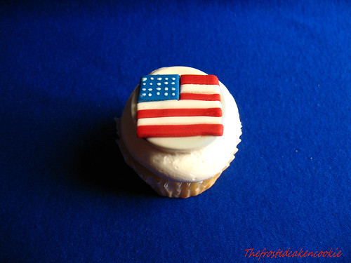 flag cupcake by jewelsb78(thefrostedcakencookie).