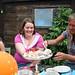 Josefin och Cia testar tårtan