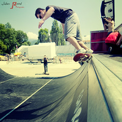 jump in the pool (Julien Ratel ( Jll Jnsson )) Tags: street sun grenoble canon soleil ramp dof contest lifestyle competition slide battle scene depthoffield event international oasis skate skateboard duel skater dual rider pdc riders rampe slideaway 85mmf18 competitors evenement profondeurdechamp streetsport compet skateur eos40d thesuperbmasterpiece julienratel dsax julienratelphotography funramp desaxeworldcup