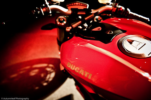 Ducati StreetFighter-2 (by autumn_leaf)