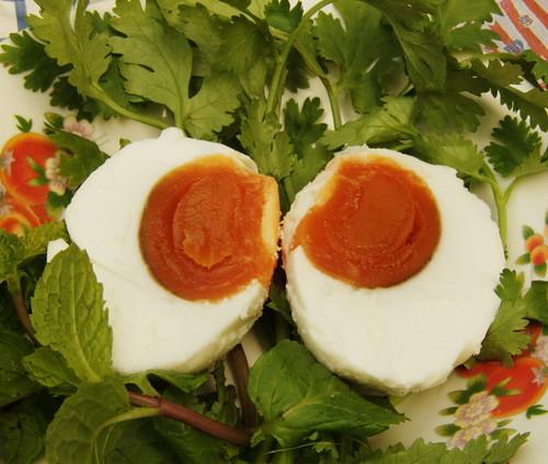 ביצים כבושות במלח, מבושלות