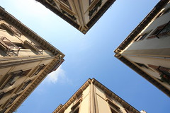 Looking Up (Mick h 51) Tags: street blue sky canon puerto eos spain europe cross x espana oldtown sansebastian donostia xfactor sansebastin partevieja 450d thebasquecountry flickrgolfclub