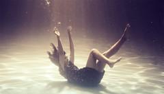 R.E.M. (Ibai Acevedo) Tags: portrait color water girl sens movement eyes agua dress retrato under dream van submerged rem rapid els sueño flotar liquido somnis dived sumergida quedant