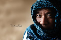 Afghan Girl revisted (cteteris) Tags: travel bali scarf indonesia ubud afghangirl coffeetime 85mm18 sostupid howamidoing cakka nikond300 iwannabejustlikestevemccurrywhenigetallgrowedup