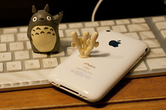 New iPhone3GS. (totorons) Tags: apple mac nikon totoro moomins 3gs iphone d90 muumit nyoronyoro hattifnatt