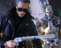 Terminators Two (1/6th shooter) Tags: toys actionfigures terminator t2 hottoys endoskeleton sideshowtoys terminatosalvation