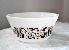Yup... it's ANOTHER bowl pix.... (LilBooBear) Tags: vintage mixingbowl floralpattern blackandbrown federalglass