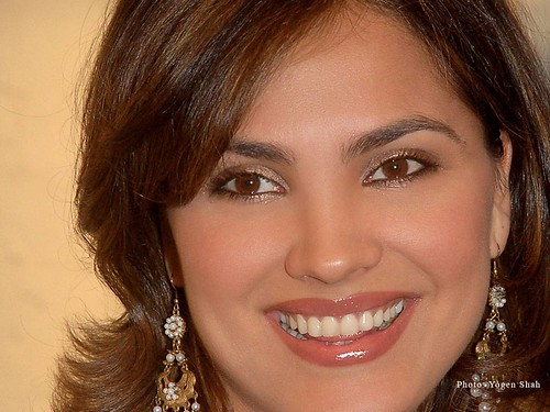 Lara Dutta - face closeup photo