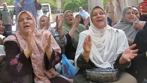 عاملات طنطا للكتان والزيوت فى اليوم 88 من اضرابهم by you.