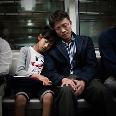[フリー画像] [人物写真] [一般ポートレイト] [親子/家族] [寝顔/寝相/寝姿] [少女/女の子]      [フリー素材]