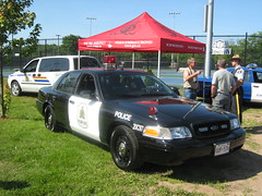 2008 Ford Crown Victoria RCMP car with retro lights and paint scheme (JarvisEye) Tags: auto show canada ford car automobile police voiture retro newbrunswick moncton rcmp 2008 concours cruiser patrol crownvictoria royalcanadianmountedpolice atlanticnationals 20c97