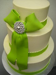 chartreuse and cream (Artisan Cakes by e.t.) Tags: cake chartreuse ribbon et buttercream dragees artisancakes