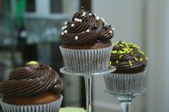 BAUNILHA COM GOTAS DE CHOCOLATE (Confetti & Cupcakes) Tags: cupcakes casamento festas lindos drika coloridos aniversrios bolinhos novaes gostosos