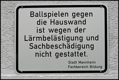Ball spielen verboten - Fachbereich Bildung