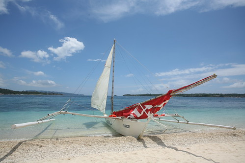 boracay boat with red sail