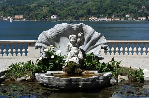 Vasca con conchiglia a Villa Melzi