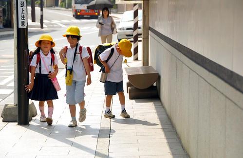 schoolkids in koyasan