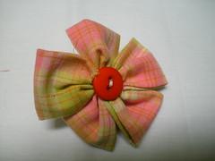 Fuxico quadrado (MorenArteirA) Tags: broche flor fuxico quadrada oncinha malha malhinha