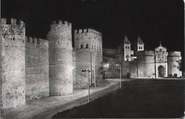 Torres de la Reina con su primera iluminación. Años 60
