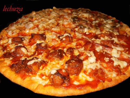 pizza zamburiñas, atún y jamón.
