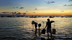 Kedongan, Jimbaran - Washing the bucket at the end of the day (Mio Cade) Tags: sunset indonesia bucket wash bai jimbaran kedongan