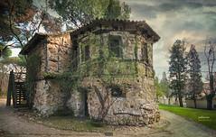 (090/17) Casa de la Vieja (Pablo Arias) Tags: pabloarias photoshop nxd cielo nubes españa arquitectura casa parque elcapricho madrid comunidaddemadrid