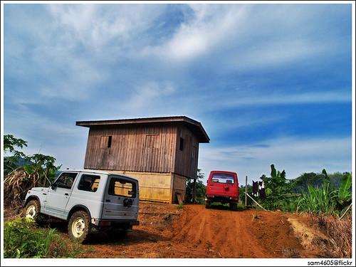 Suzuki Jimny SJ410, wooden house and Telupid